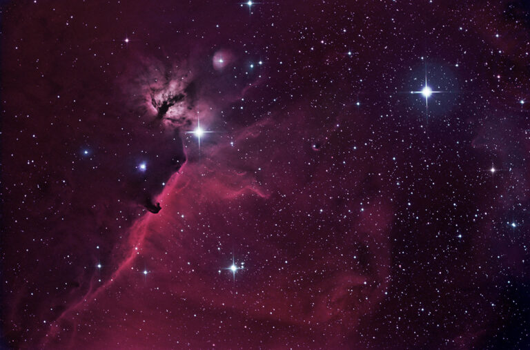 Riddaraþokan (B 33) og Logaþokan - Horsehead (B33) and the Flame nebula.