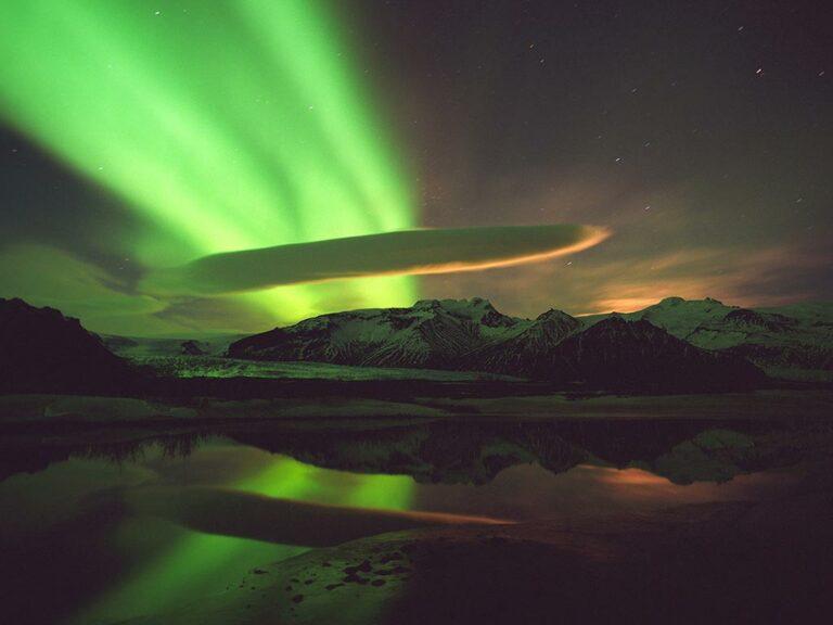 Norðurljós yfir Öræfajökli - Aurora Borealis above Öræfajökull.