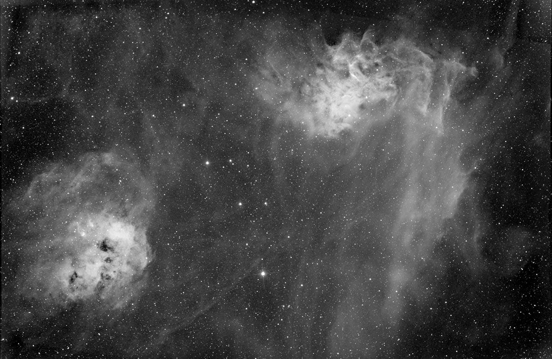 Halakörtuþokan (t.v.) og Logaþokan - Tadpole (IC 410) and Flaming star nebula (right, IC 405).