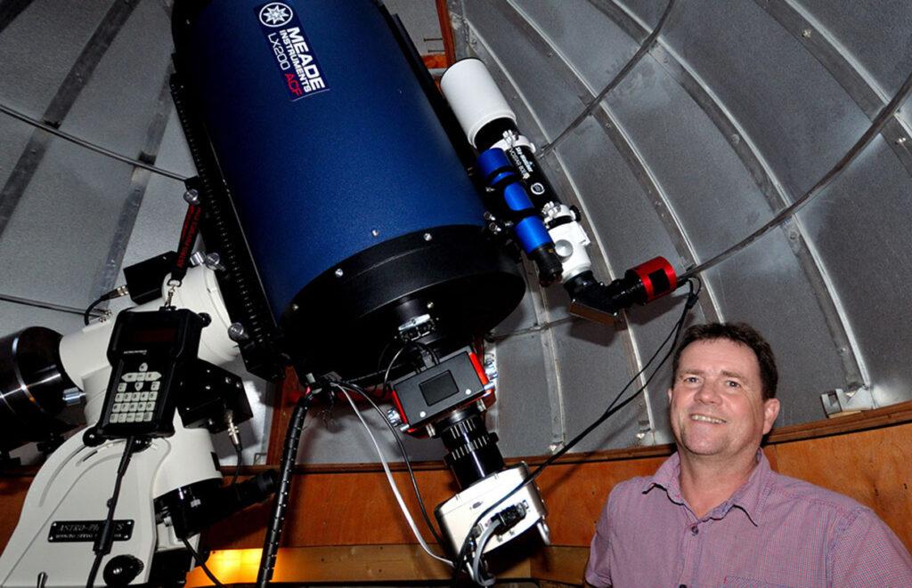 Sjónaukinn sem notaður er til ljósmælinganna. - The telescope used for photometry.